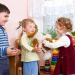В детский лечебно-диагностический центр туберкулезной клинической больницы №7 г. Москвы фонд «Два Полушария» передал игрушки и книги детям.